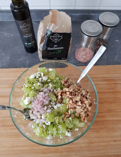 Trauben Feta Salat mit Hanfsamen und Hanföl