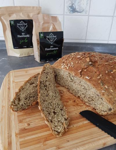 Brot ohne Kneten mit Hanfmehl und Hanfsamen