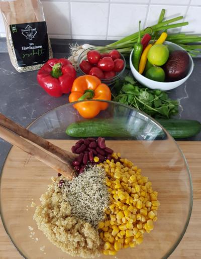 Mexiko-Quinoa-Salat mit Hanfsamen und Hanföl