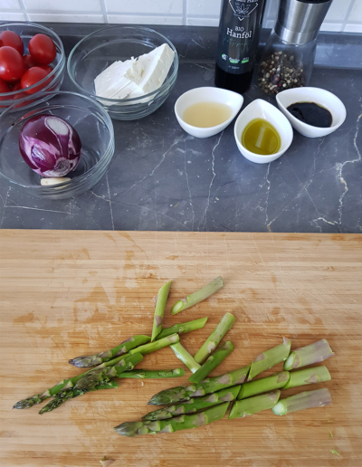 Salat mit gebratenem Spargel und Feta