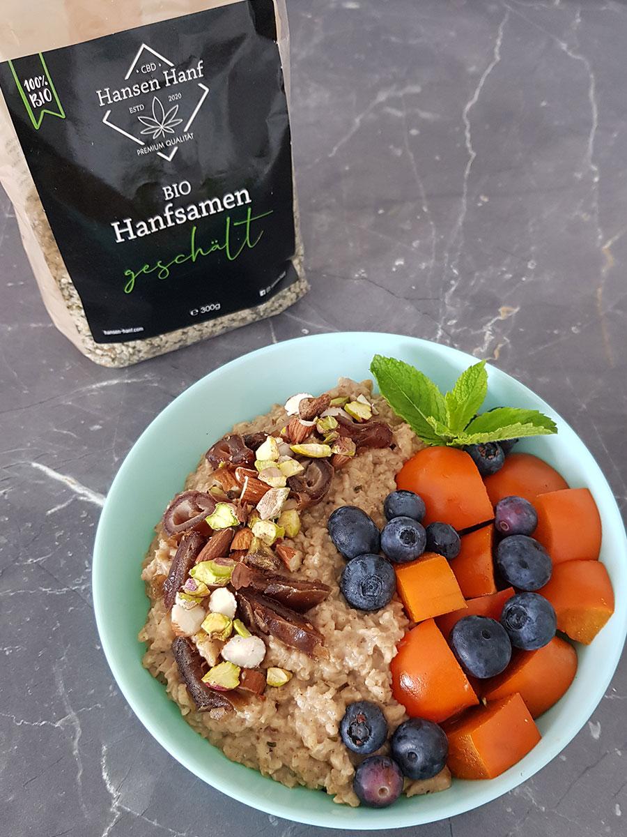 Vanillepudding-Porridge mit Hanfsamen