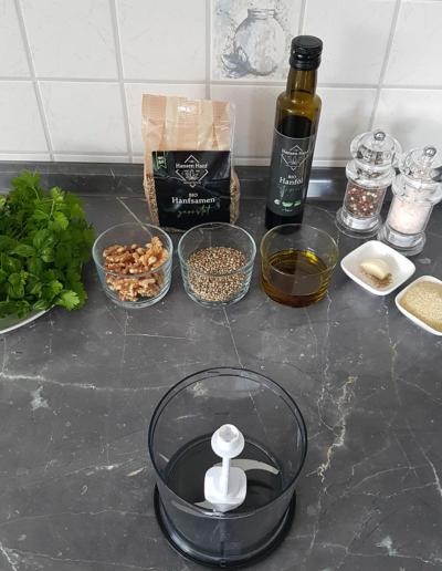 Pesto-Gnocchi mit Hanföl